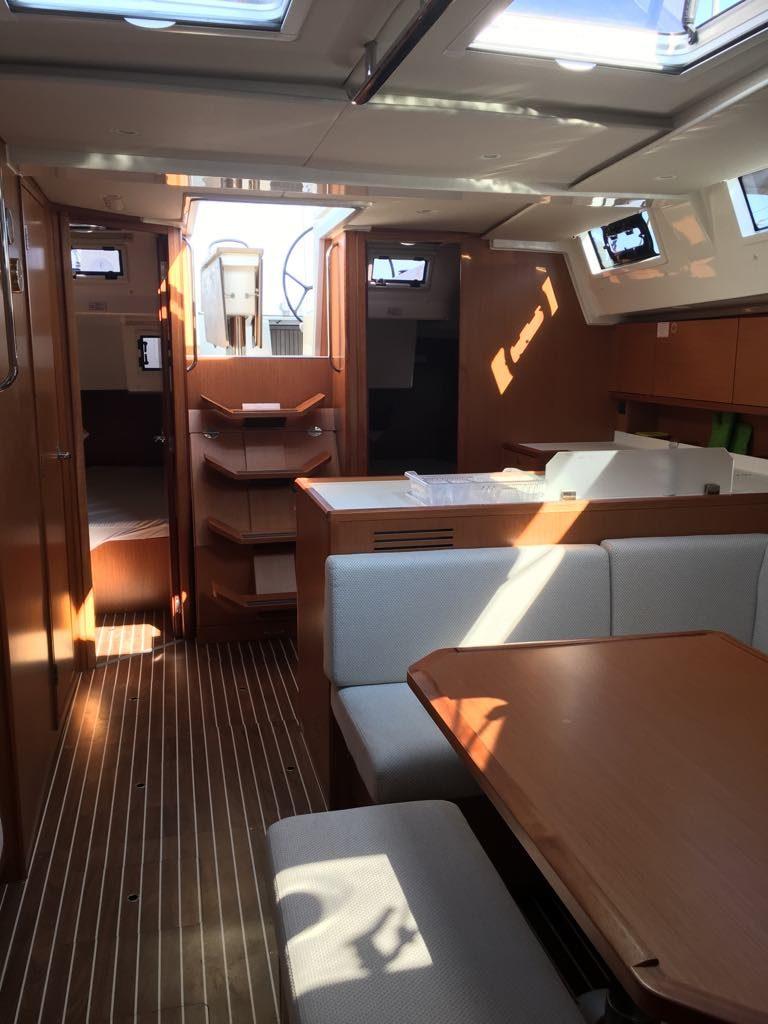 interior_2_boat