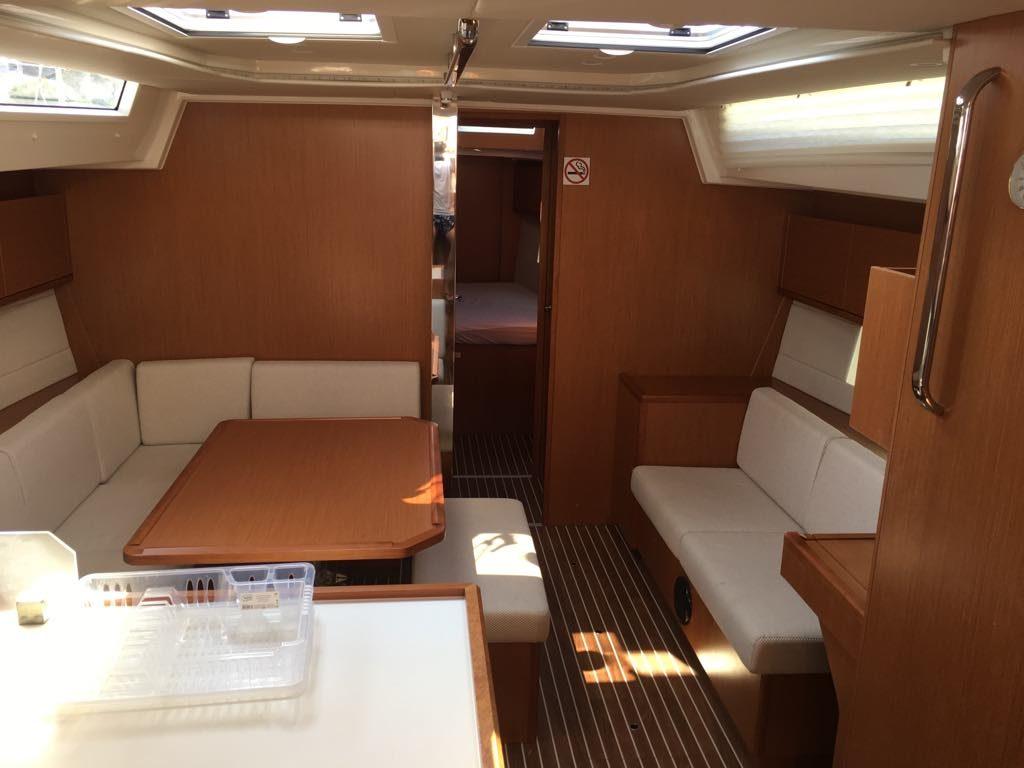 interior_1_boat
